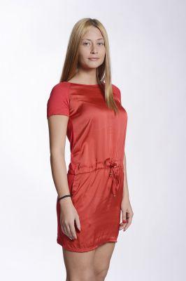 Червена рокля изработена от шифон